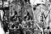 宝蔵院の庚申塔 (モノクロ編)                       千葉県・松戸市矢切 - TOM'S Photo