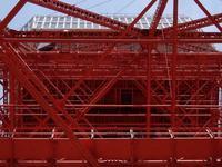 東京タワー(4/10)/大展望台を見上げる - 四十八茶百鼠
