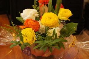 移動の先生方にお贈りする花束 - 癒しの花と土のぬくもり 花の店「佐用」の日記