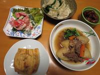 水餃子と、きのうの肉じゃがと、トマトときゅうりのサラダ、それにお揚げの納豆詰め焼き - かやうにさふらふ