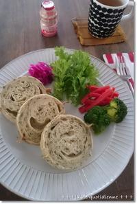 春菊とチーズのラウンドパン☆負けず嫌いで2度焼成!王子、初の一人昼寝 - 素敵な日々ログ+ la vie quotidienne +