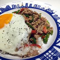 タイ風ひき肉ご飯@「行正り香の2皿ディナー」、子供もOKなガパオライスって呼んでますv - Isao Watanabeの'Spice of Life'.