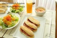 米粉ロールパンDEホットサンドブランチ&昨夜の野菜たっぷり豚キムチ焼きそば - おばちゃんとこのフーフー(夫婦)ごはん