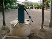 町中にある井戸 - 多摩の中ほど