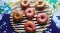 苺ベーグルと胡麻ベーグル - ゆず空パン工房