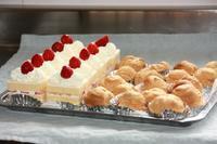 イチゴのショートケーキ・スクエアとシュークリーム - SWEETSライフ…青い森の国から