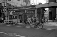 バス通り沿い商店街 - そぞろ歩きの記憶