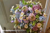 バーの周年お祝いに、春のお花でフラワーアレンジメント。 - 花色~あなたの好きなお花屋さんになりたい~