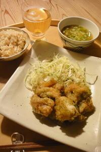お惣菜の鶏唐揚げ 〜ひとりごはん - 週末は晴れても、雨でも