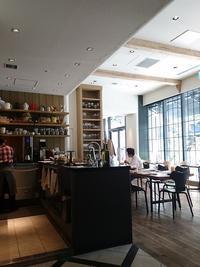 LA BONNE TABLE - 東京を食べ歩くネコ♪