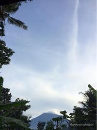 祭事期間中 お天気になると良いですね。 - バリ島シドゥメン村田舎暮らし 手織りの布ソンケット