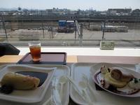 【京都鉄道博物館】レストランで電車を見ながらドクターイエローオムライス - お散歩アルバム・・春めく日々