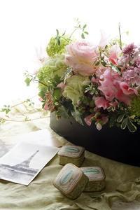 アイロニーのテーブルコンポジションが人気です。 - お花に囲まれて