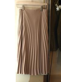 現在、最も注目すべきデザイナーの一人uemulo munenoliの新作プリーツスカート『LISA』 - FASHIONSCAPE-TOWNSCAPE