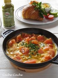 ストウブでトマトのスクランブルエッグ ~クロワッサンサンドのワンプレートとDoleスムージー♪ - Cache-Cache+