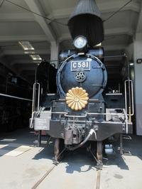 【蒸気機関車が並ぶ梅小路蒸気機関車車庫】 - お散歩アルバム・・春めく日々
