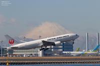 C滑走路と富士山 - 飛行機写真 ~旅客機に魅せられて~
