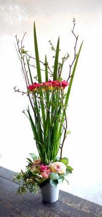 新体操のクラブの発表会に。「おしゃれに」。ふしこ地区センターにお届け。2017/04/02。 - 札幌 花屋 meLL flowers