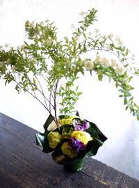 南3西3のビル7階のワインバーの1周年に。「春っぽい感じ」。2017/04/01。 - 札幌 花屋 meLL flowers