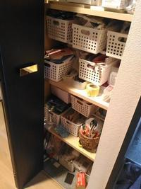 ダイソーの板とセリアのプラスチックケースで収納力アップ - おうち快適化研究室