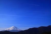 29年4月の富士(3)飛行機雲と富士 - 富士への散歩道 ~撮影記~
