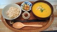 4月11日の営業時間は12:00~16:00です。具沢山味噌汁とすり流し味噌汁をお楽しみください♪ - miso汁香房(ロジの木)