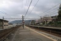 藤田八束の鉄道写真@山崎幼稚園と可愛い桜・・・子供たちの元気な声から元気をもらう、貨物列車の写真 - 藤田八束の日記