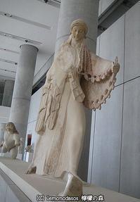 巨人族と戦うアテナ女神像  アクロポリス博物館 - 日刊ギリシャ檸檬の森 古代都市を行くタイムトラベラー
