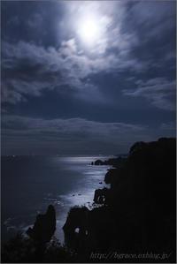 月光の道 - 遥かなる月光の旅