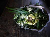 退職される方への花束。「ミントグリーン系」。真駒内の病院へお届け。2017/04/09。 - 札幌 花屋 meLL flowers