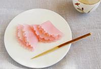 レンジで簡単に八重桜 - 簡単電子レンジで作れる和菓子 鳥居満智栄の和菓子日和