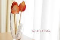 お誕生日の演出~苺の断面をキャンドルの炎に見立てて - Little hobby