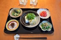豆腐と揚げの潮汁/いかなごの釘煮/アボガドのわさび醤油和え/ピーマンのじゃこ炒め/トマト - まほろば日記