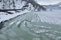 解氷進むダム湖 - yama10フォトライフ