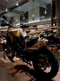 静岡そぞろ歩き:清水SAのバイク展示 - 日本庭園的生活