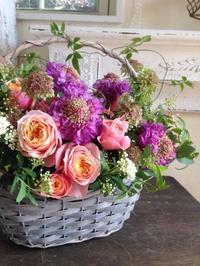 お互いを引き立てる花のハーモニー - 花あるくらしをデザインする 花色空間Vertu