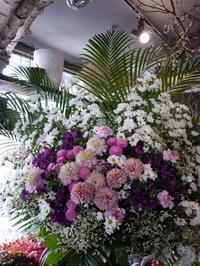 ご葬儀のスタンド花。南2西8の斎場にお届け。2017/04/14。 - 札幌 花屋 meLL flowers