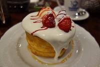 苺とふんわりクリームのスフレパンケーキ@星乃珈琲店 - LIFE IS DELICIOUS!