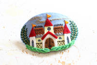 お城のバレッタ~「切って! 貼って! 刺しゅうをする フェルトと遊ぶ」より~ - ビーズ・フェルト刺繍作家PieniSieniのブログ