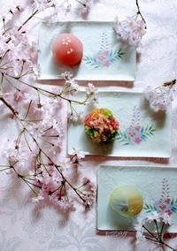 桜と和菓子 - 元木はるみのバラとハーブのある暮らし・Salon de Roses
