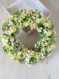 little flowers & green wreath - hanarie-story