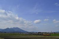春の田園風景をゆくセメント列車 - レイルウェイの毎日