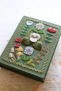 雑誌ファヴォリ(favori)に作品を掲載していただきます~フェルト刺繍のお道具箱~ - ビーズ・フェルト刺繍作家PieniSieniのブログ