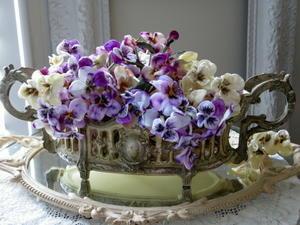 ジャルディニエールとパンジー♪ - アンティークな小物たち ~My Precious Antiques~