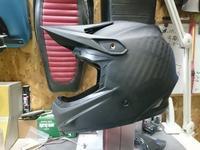 BMXのヘルメットをペイント - FRP屋さんのパテマミレ樹脂まみれ