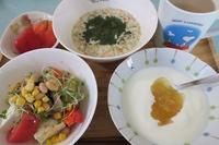 <朝食>フルグラ <お弁当>あらびきソーセージステーキ <夕食>肉野菜炒め - さとごころ