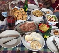 カッパドキアでチーズとシャンパンパーティー - カッパドキアのデイジーオヤ・キリムバッグ店長日記