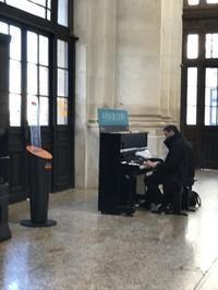駅構内に設置されているピアノについて - おフランスの魅力