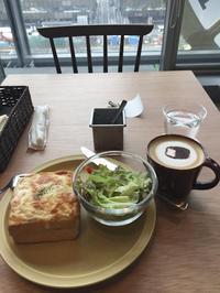 パン屋のカフェ - 朝寝・夜更かし・つまみ食い