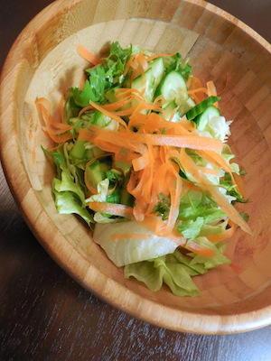 メカブ入り納豆とサラダ -